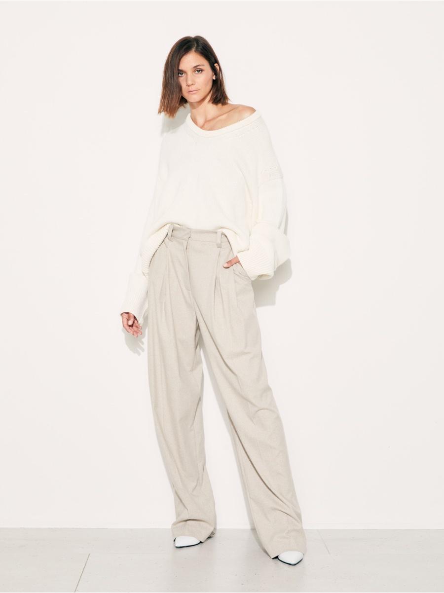 Пуловер white