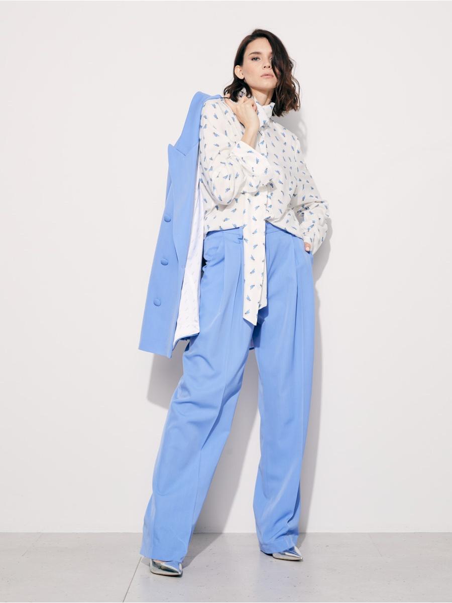 Блуза белая в голубой цветочек