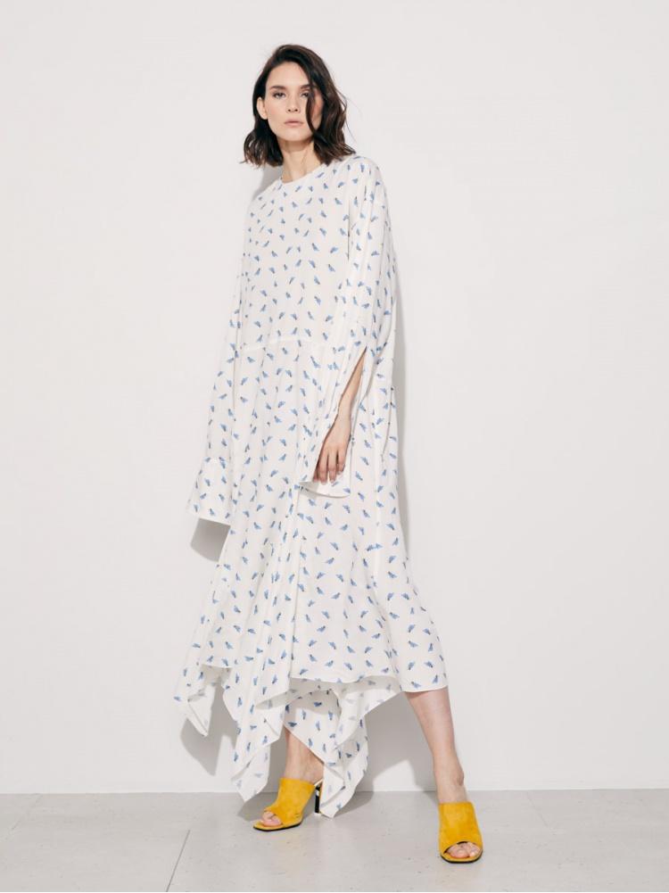 Платье белое в голубой цветочек
