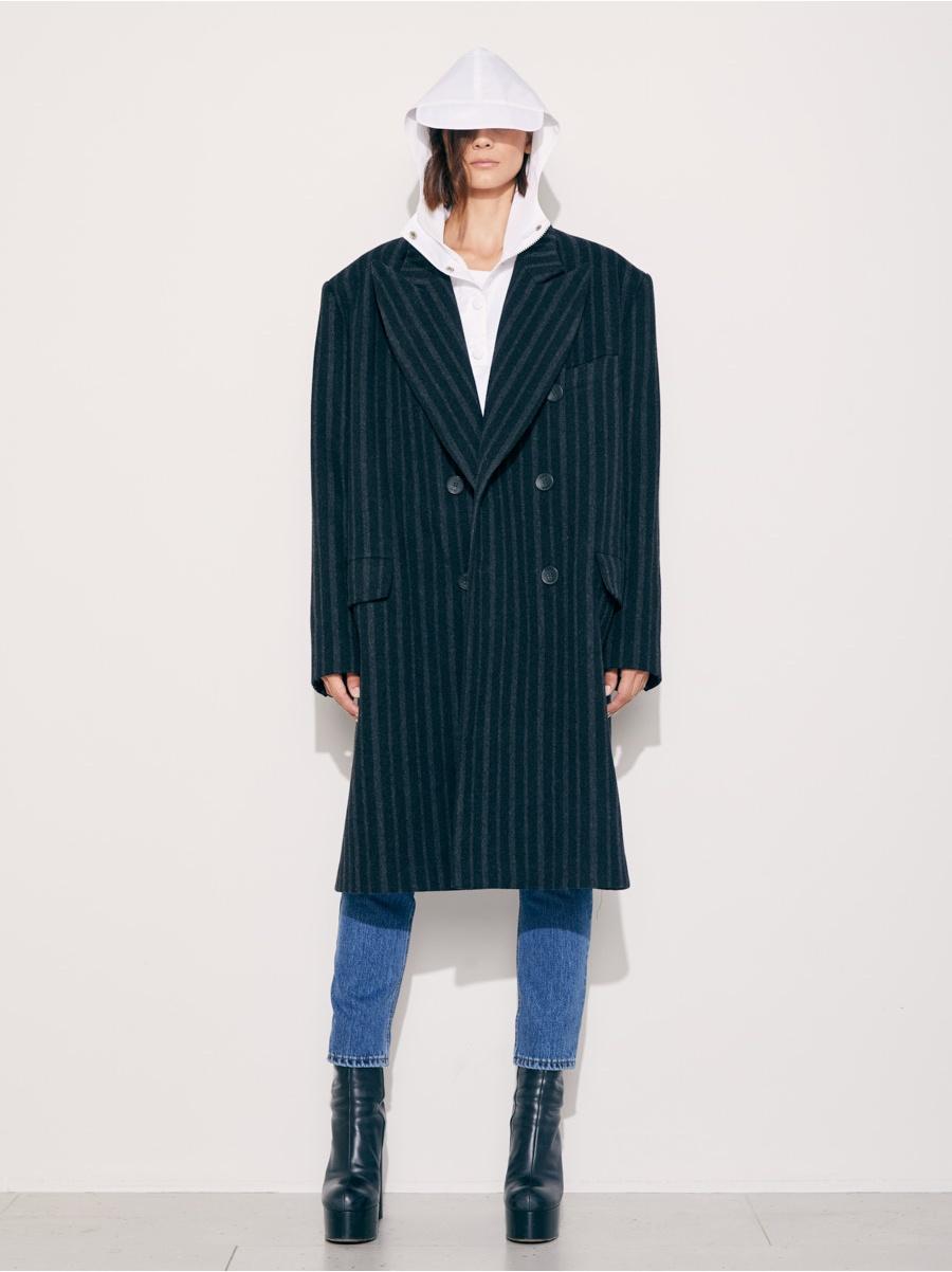 Пальто черное в серую полоску
